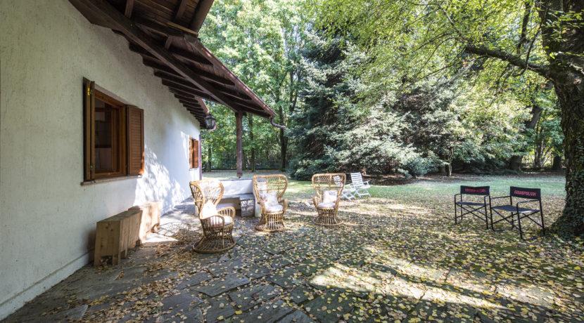 Villa con giardino a Guanzate