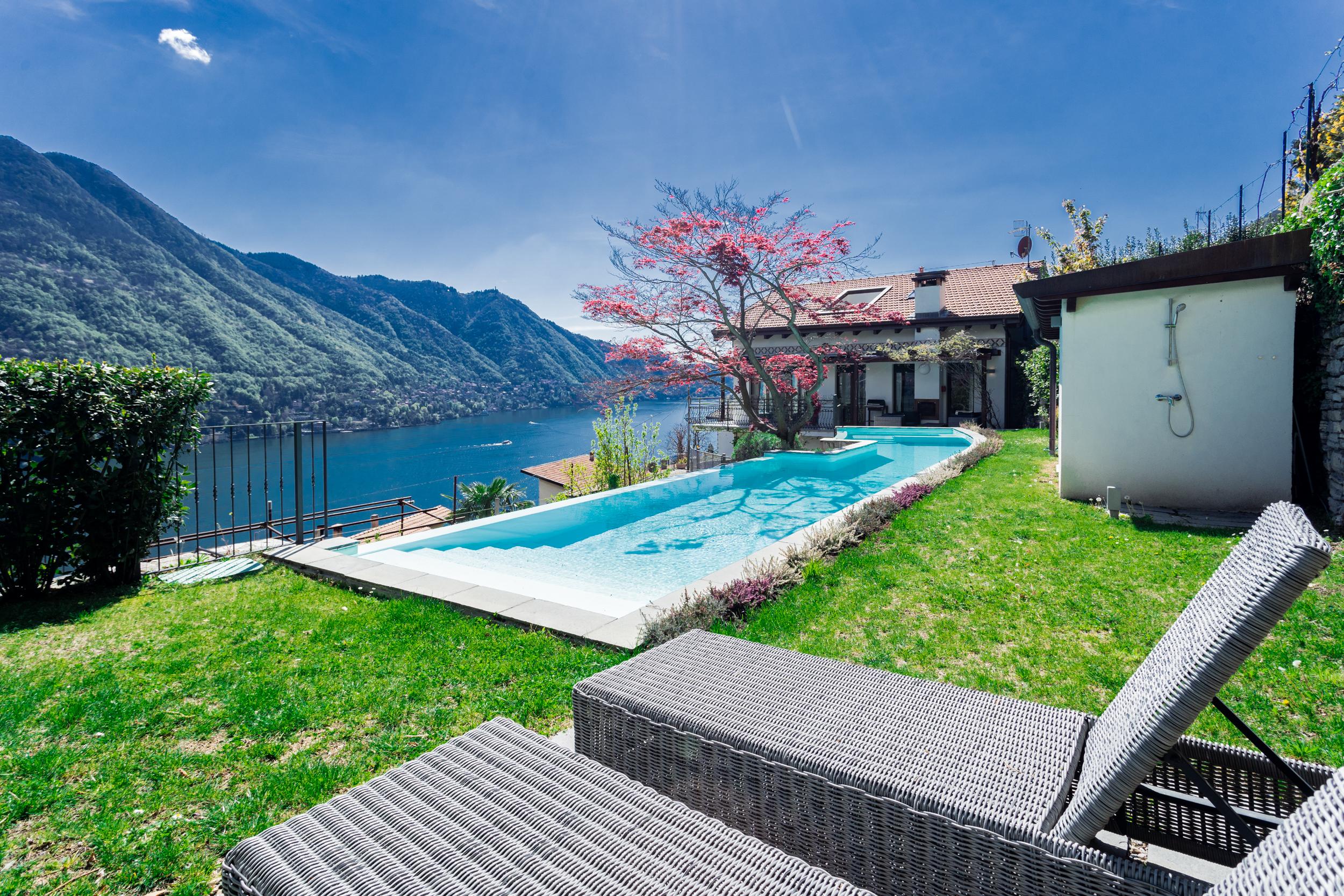 Villa singola vista lago con piscina Moltrasio